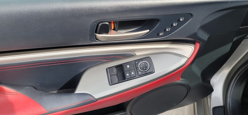 2018-Lexus-RC 300