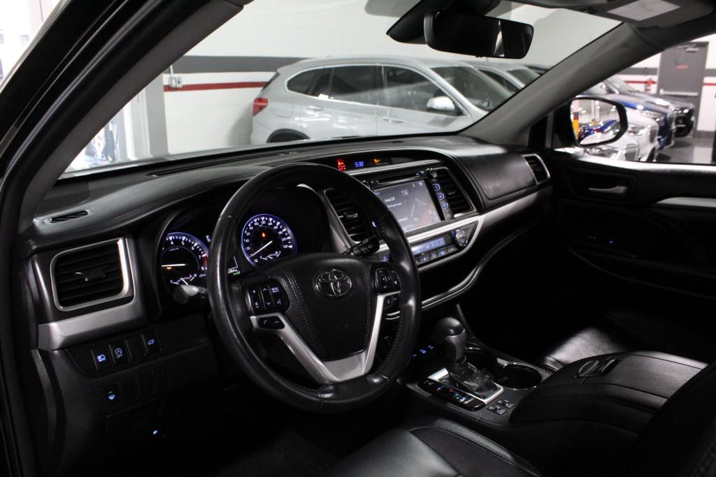 2017-Toyota-Highlander