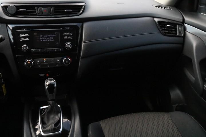 2017-Nissan-Rogue