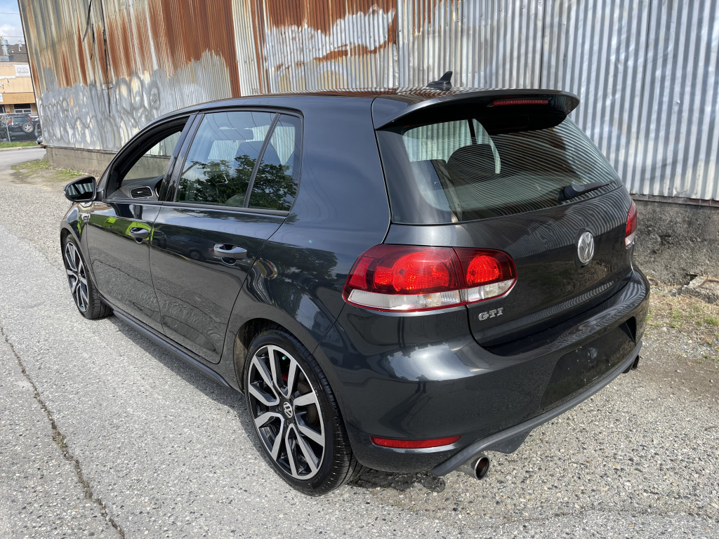2012-Volkswagen-Golf GTI
