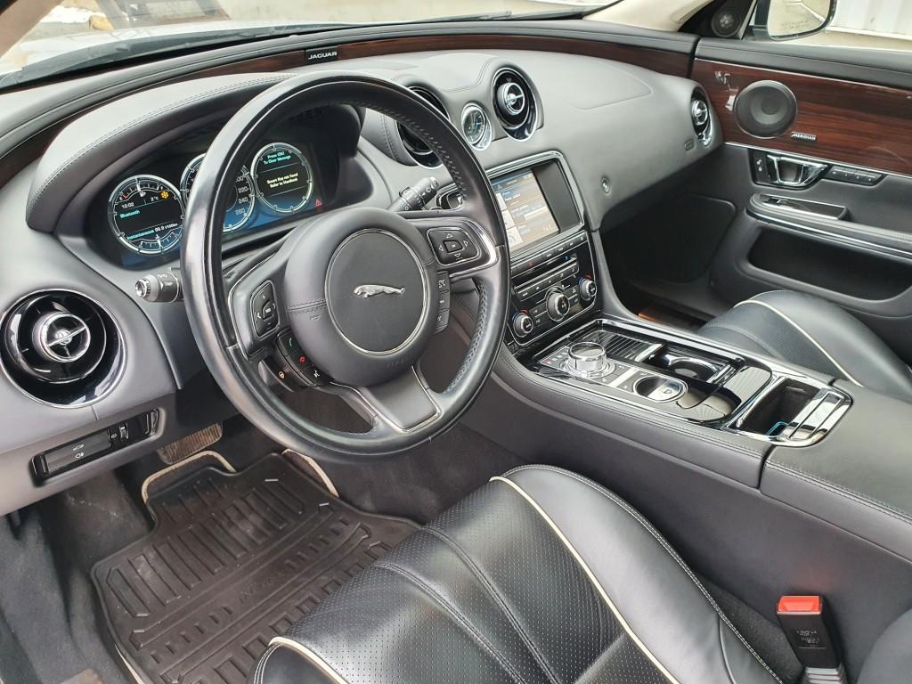 2014-Jaguar-XJ