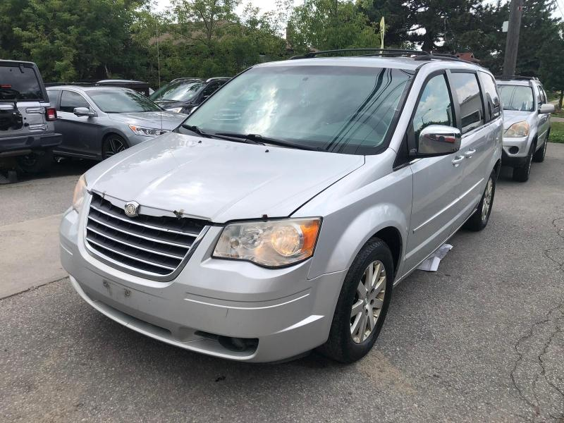 2008-Chrysler-Town & Country