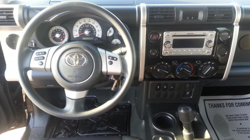 2013-Toyota-FJ Cruiser