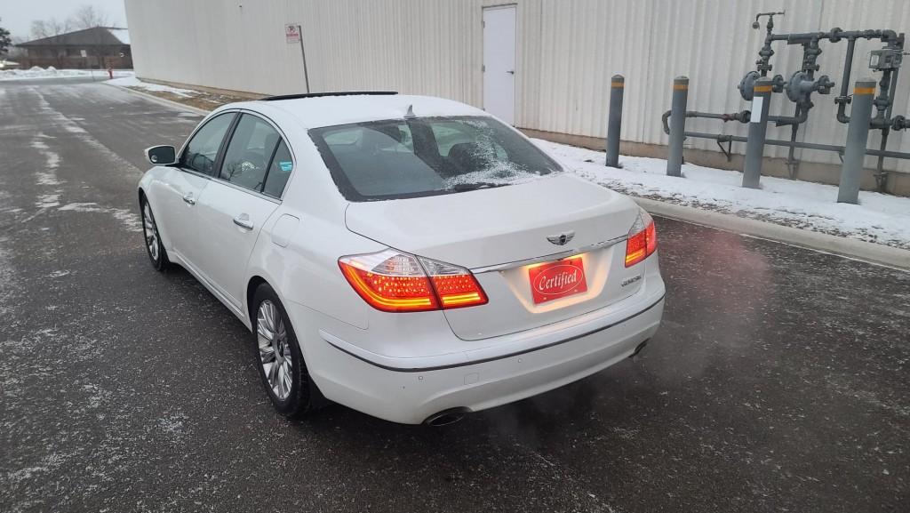 2011-Hyundai-Genesis Sedan