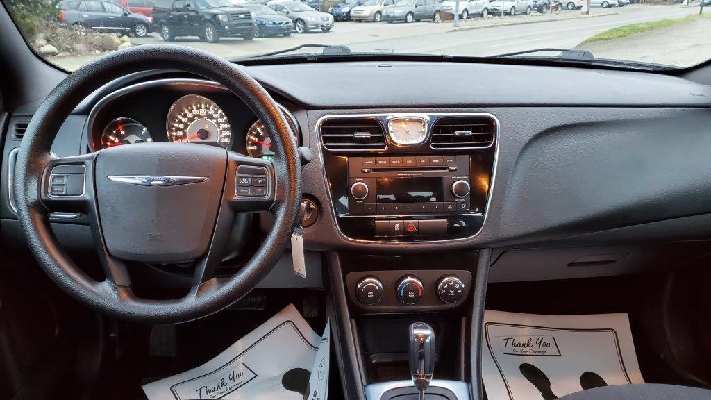 2013-Chrysler-200