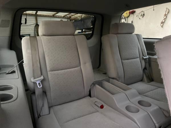 2007-Chevrolet-Suburban