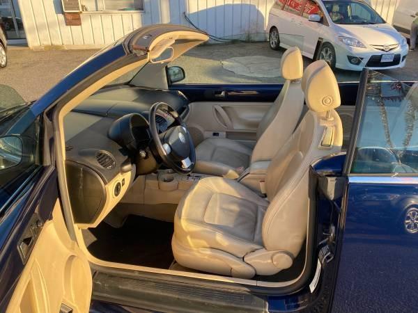 2004-Volkswagen-New Beetle Convertible