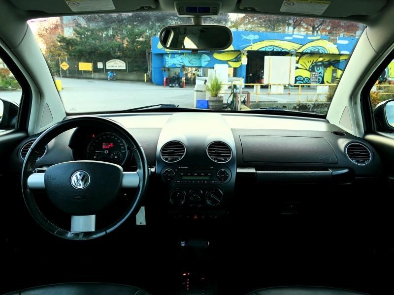2010-Volkswagen-New Beetle Coupe