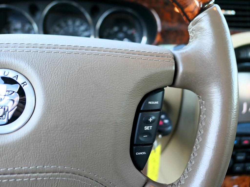2009-Jaguar-XJ